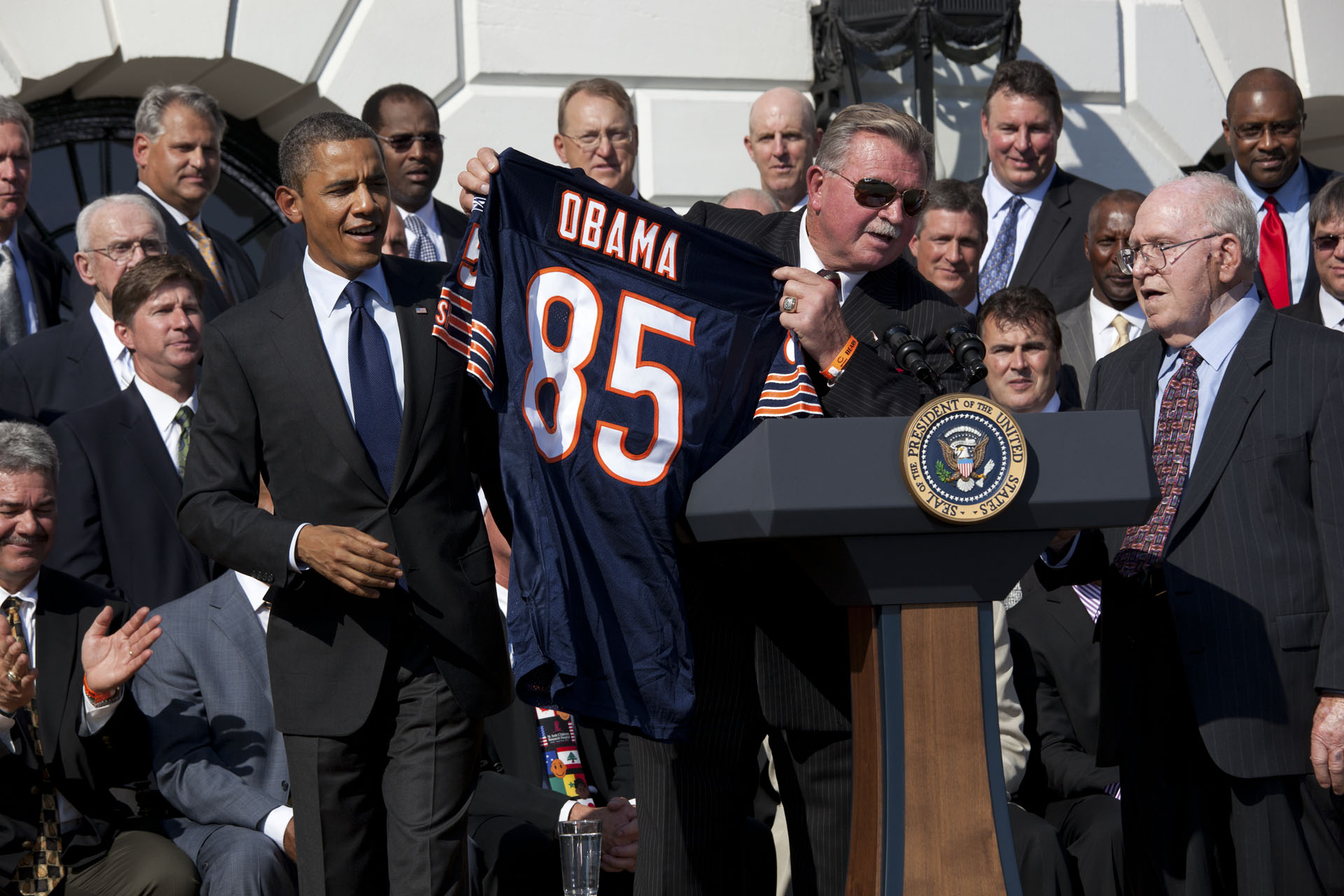 Mike Ditka presents President Obama with his Own Chicago Bears Jersey