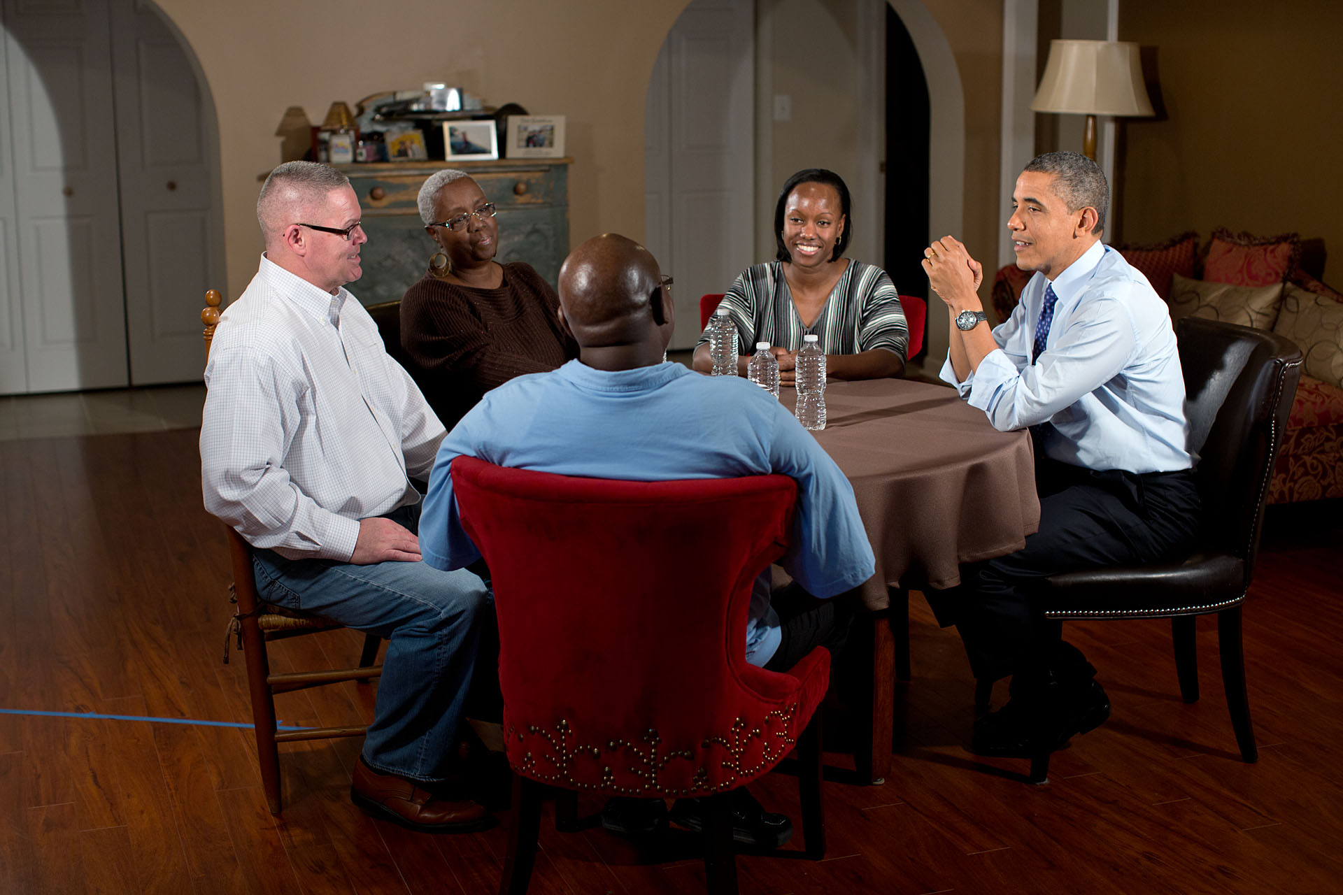 President Barack Obama meets with Tiffany and Richard Santana and Tiffany's parents, Velma and Jimmie Massenburg
