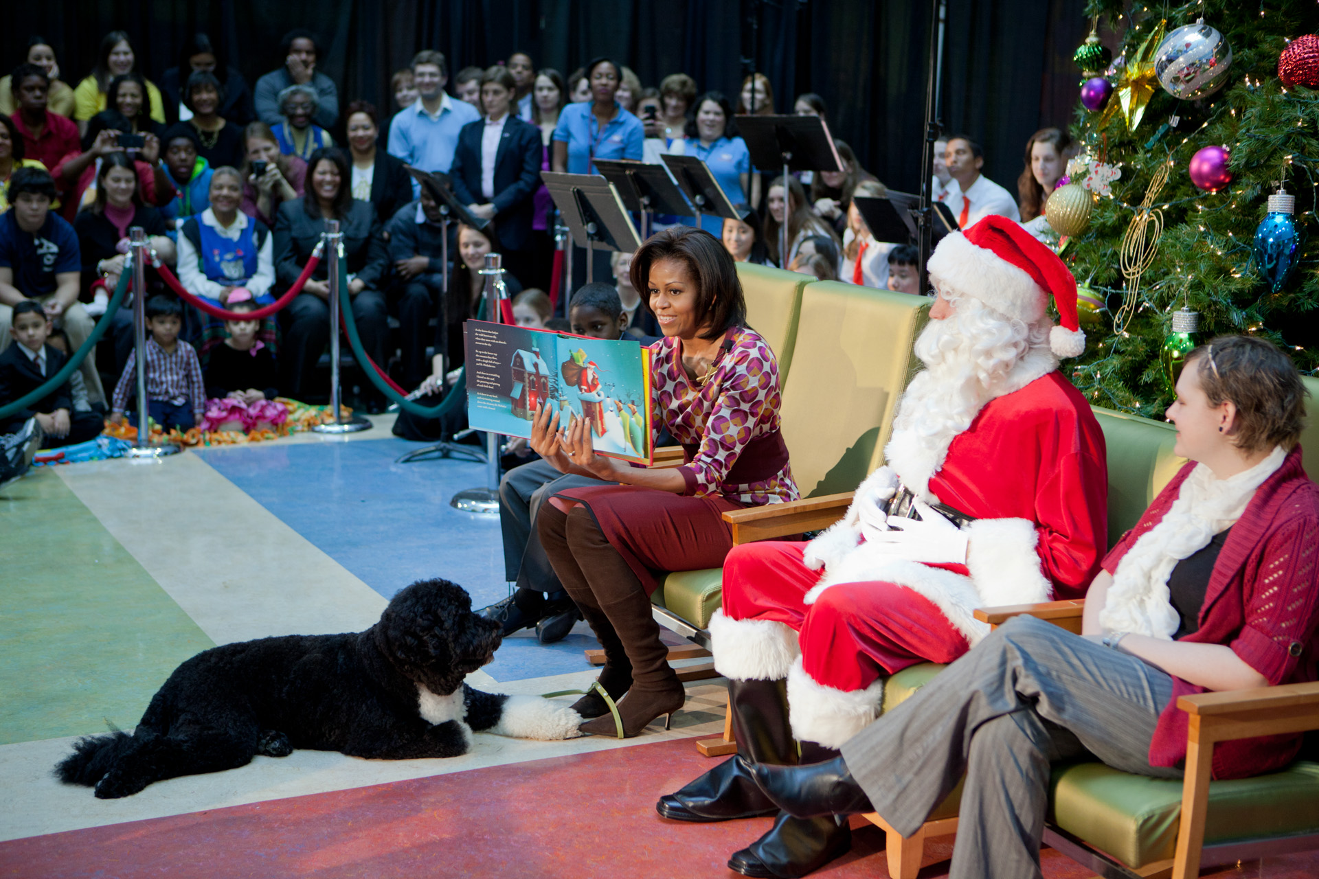 First Lady reads Twas the Night Before Christmas
