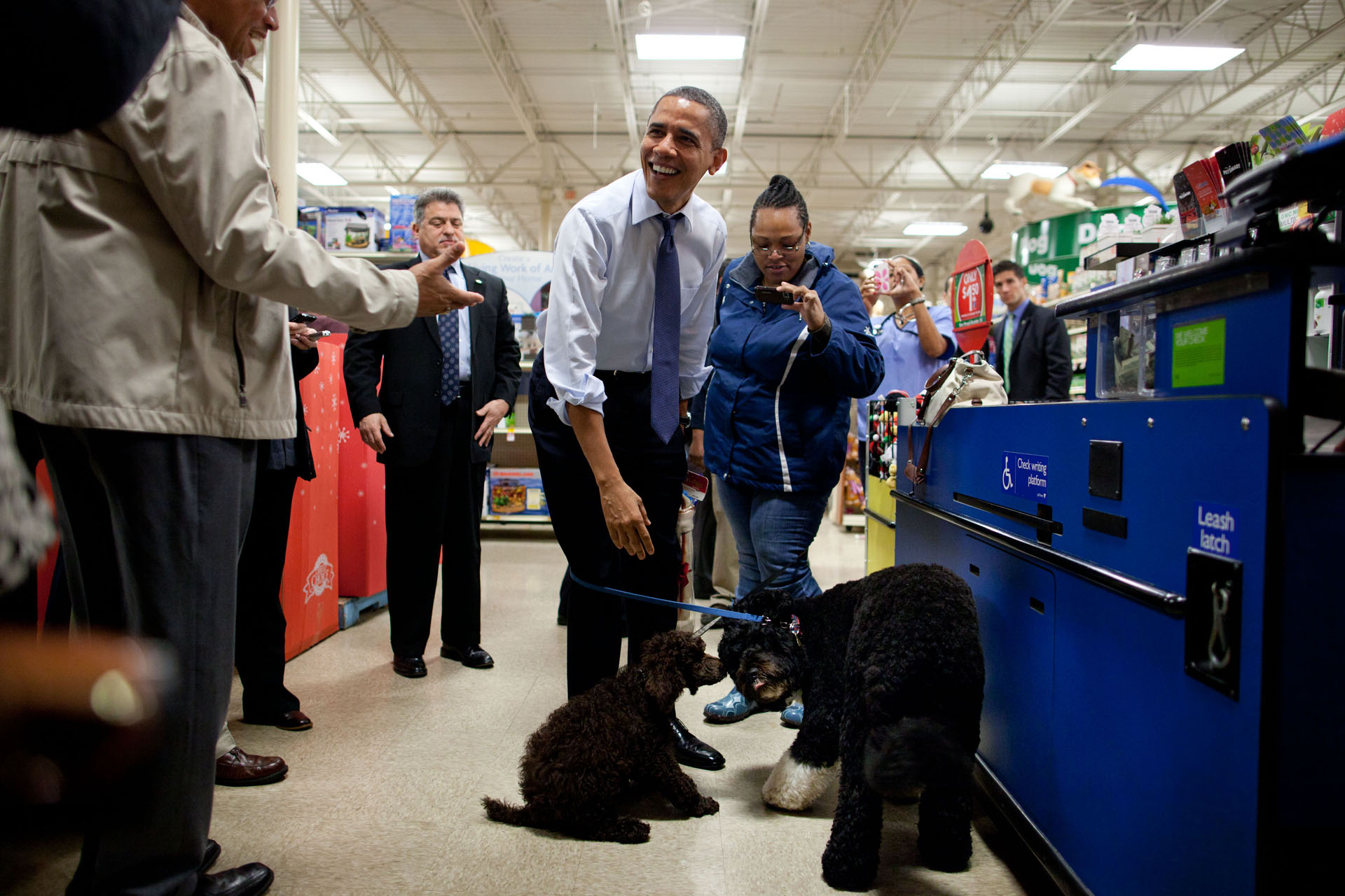 President Obama and Bo go shopping