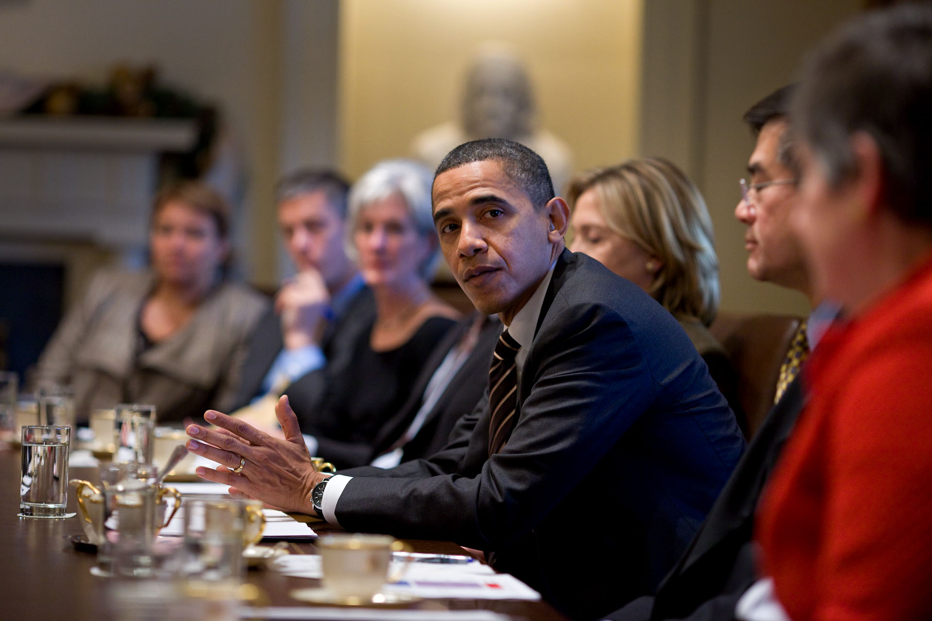The President Convenes the Cabinet on December 8th, 2010
