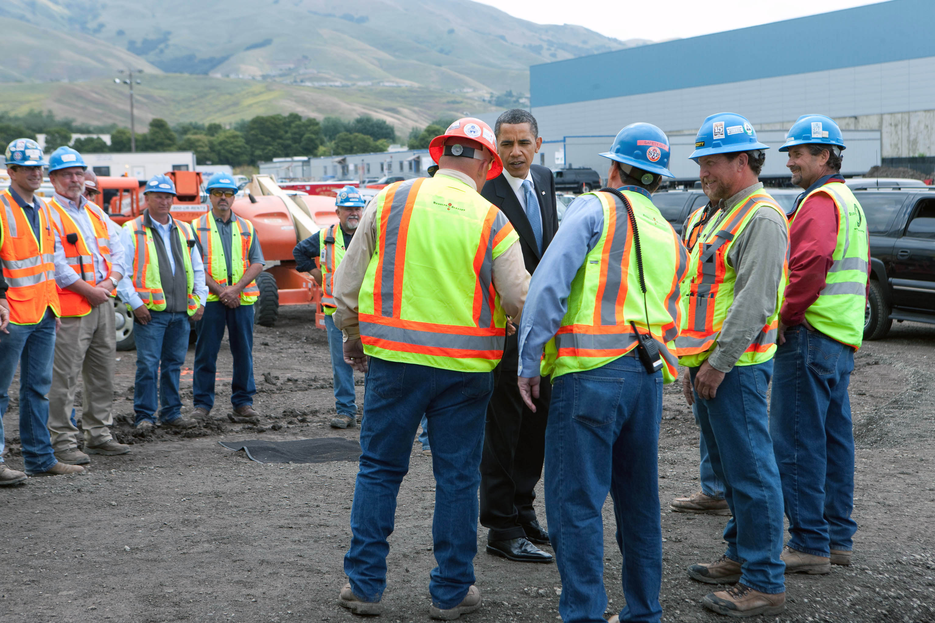 President Obama greets workers at Solyndra Inc.