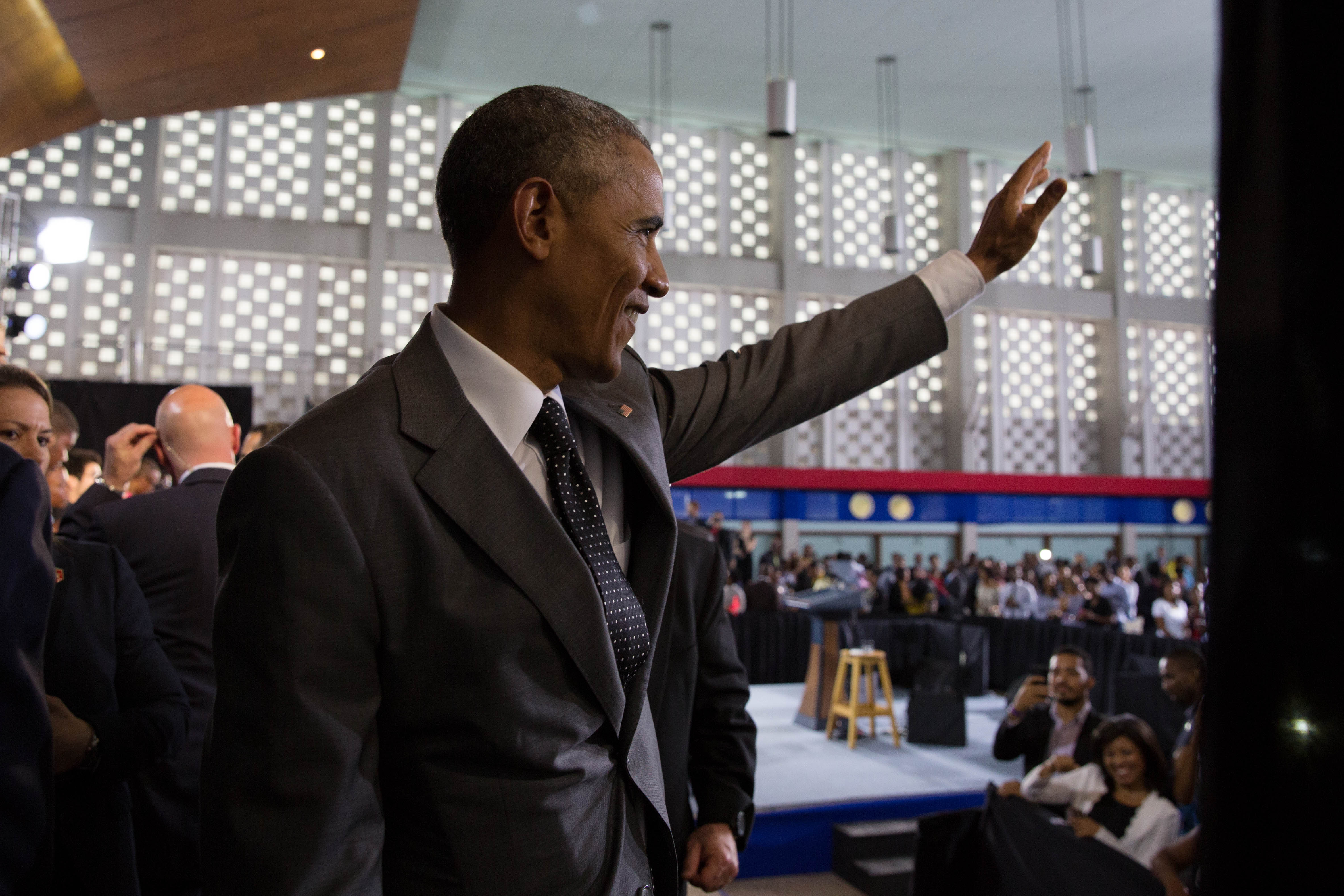 President Obama Waves Goodbye to Young Leaders of the Americas