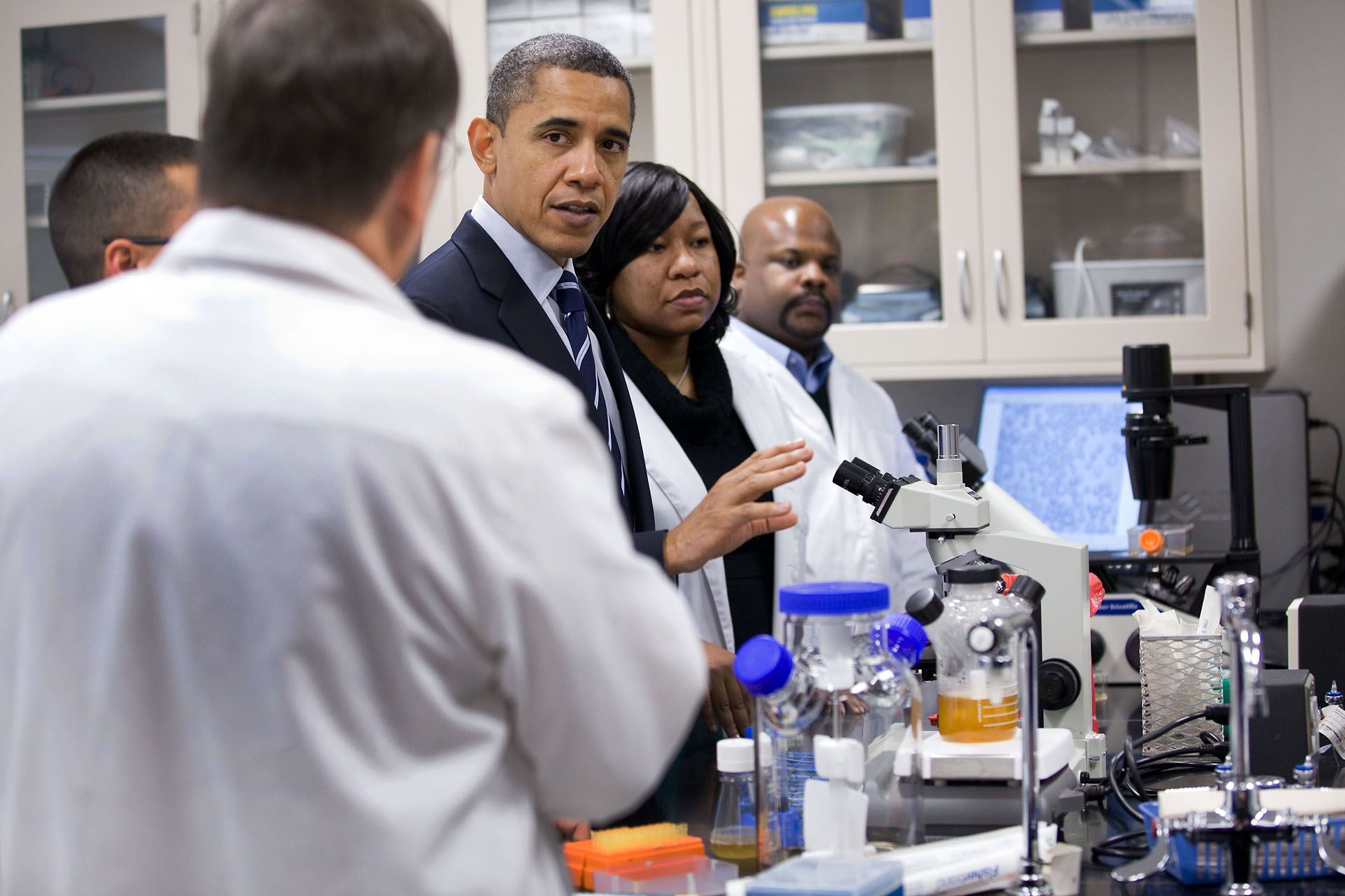 The President Visits a Laboratory