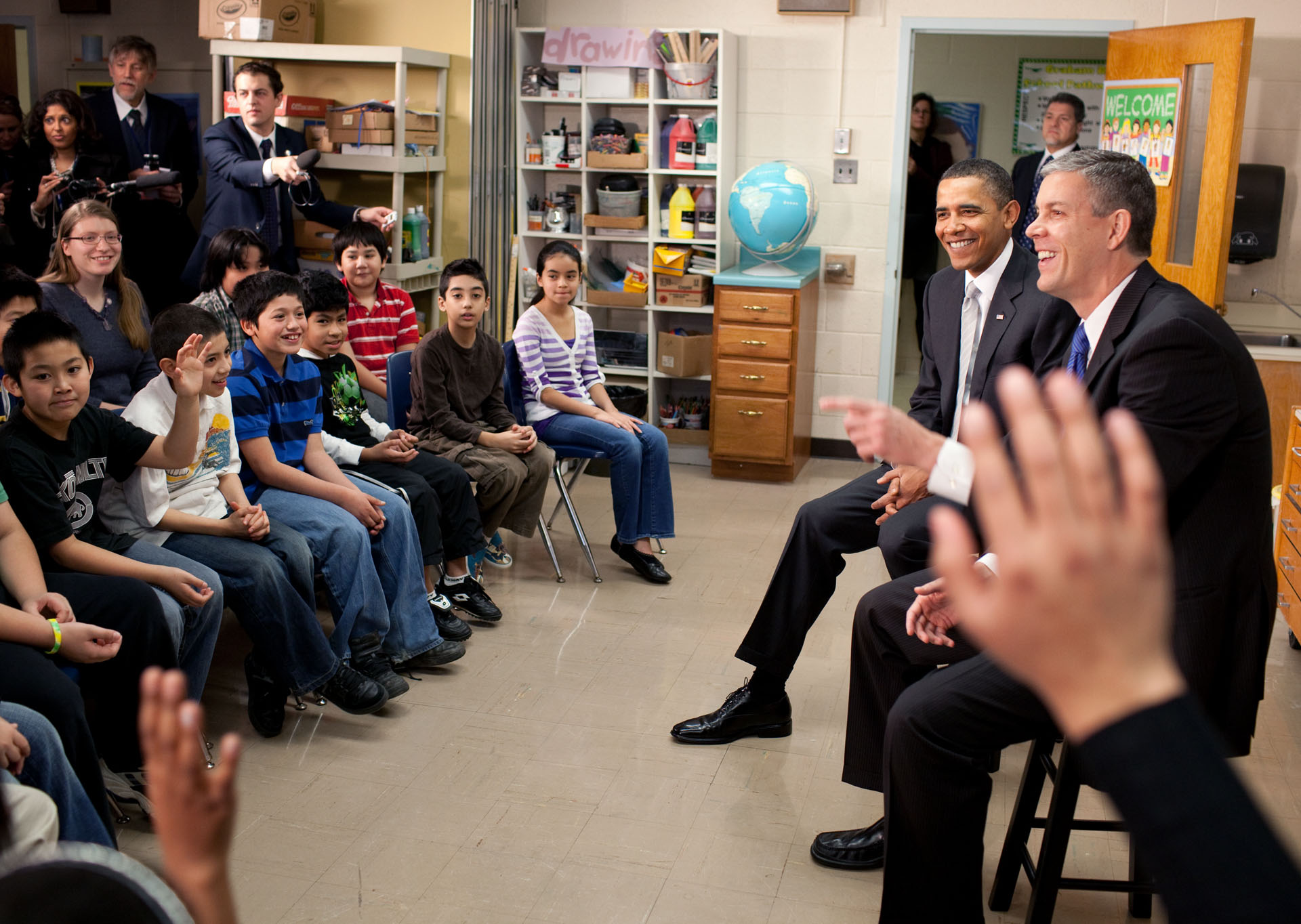 The President and Secretary Duncan Talk with 6th Graders