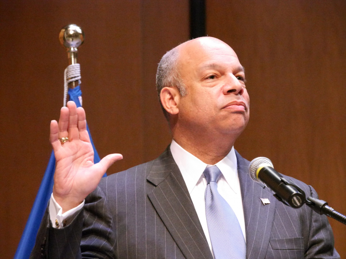 Secretary Jeh Johnson administers the Oath of Allegiance