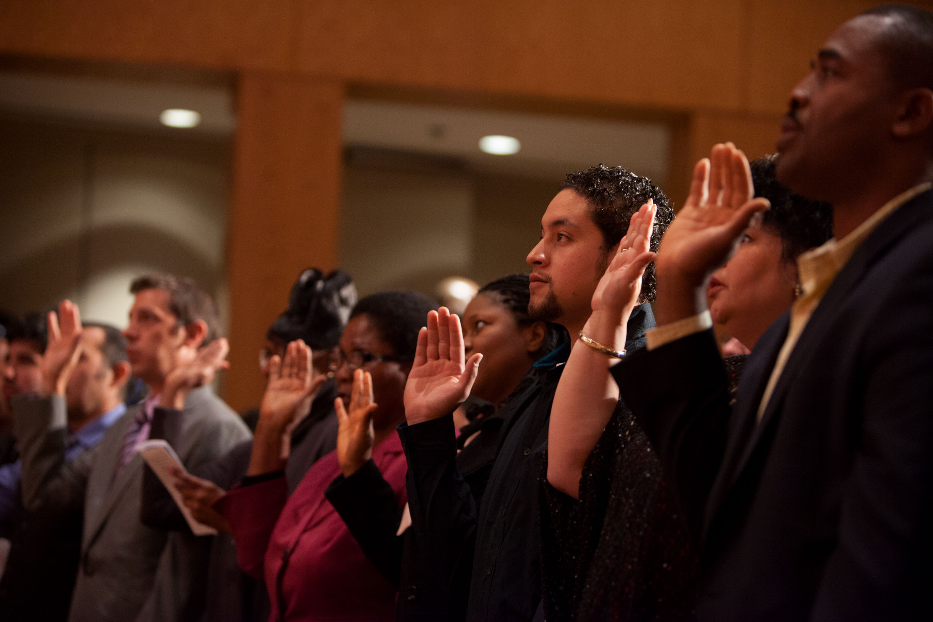 New U.S. Citizens take the oath of allegiance during a naturalization ceremony