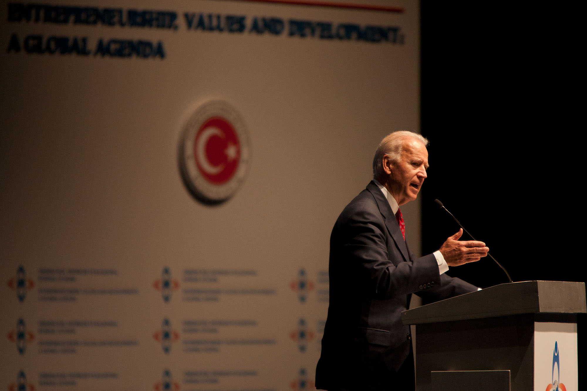 Vice President Joe Biden addresses the Global Entrepreneurship Summit in Istanbul