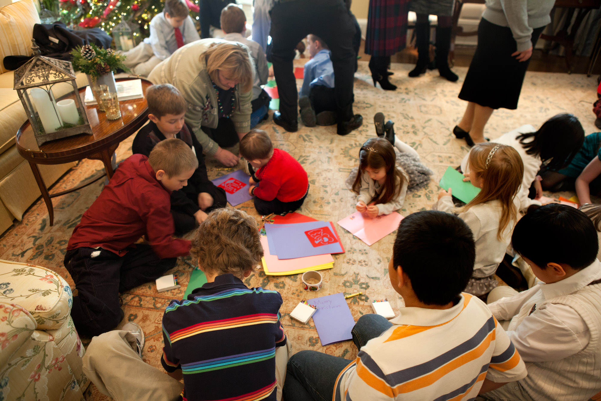 Students Participate in the Holiday Mail for Heroes Program