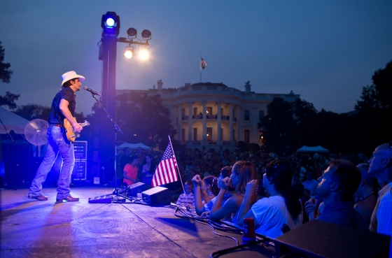 Brad Paisley performs on the South Lawn of the White House (July 4, 2012)