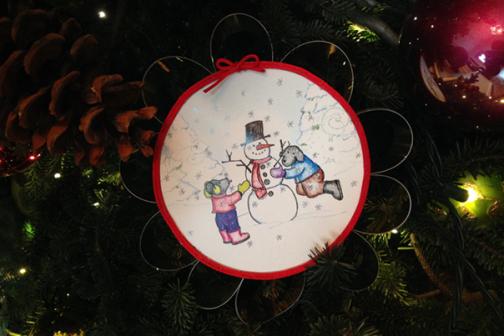 Bo-Tales Building A Snowman Ornament