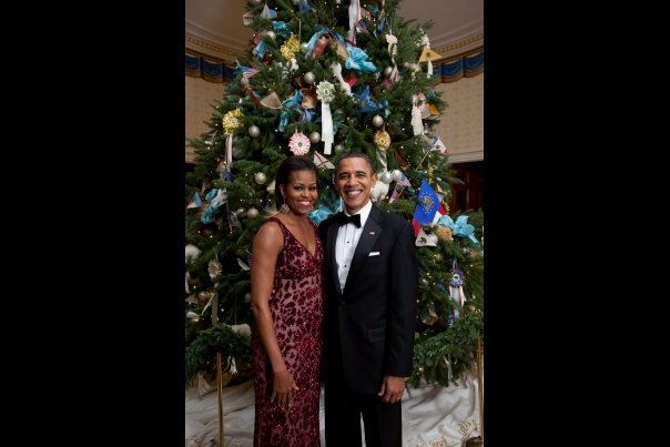 Christmas First Family: Obamas 2010 in front of Tree