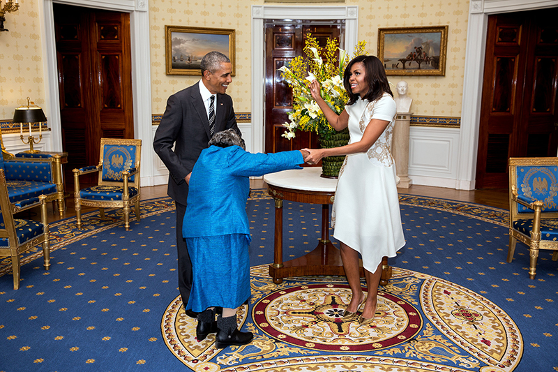 President Obama meets Virginia McLaurin