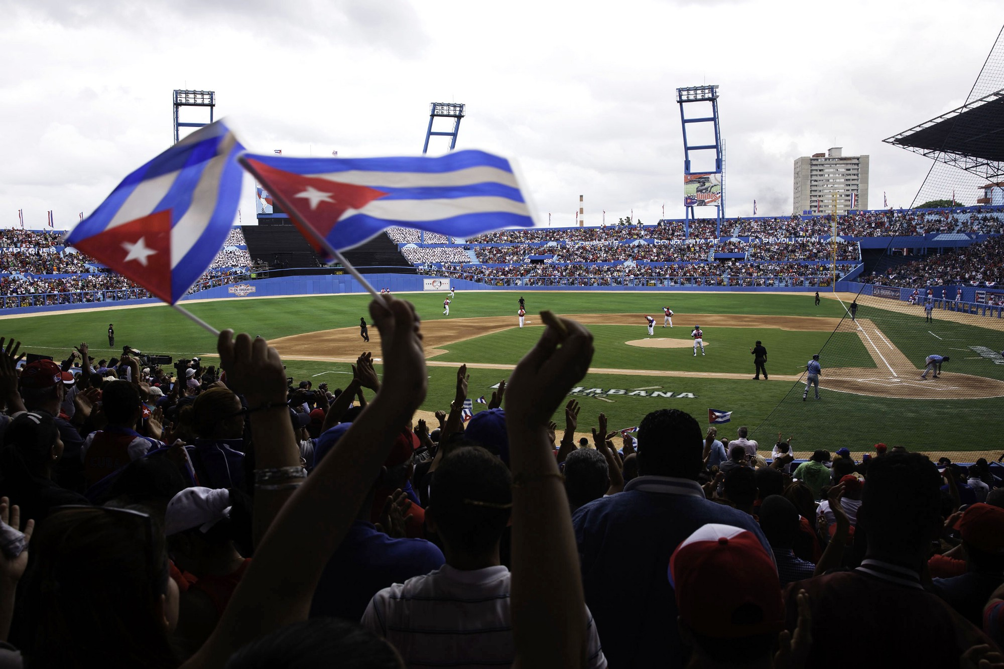 Fans react during an exhibition baseball game between the Tampa Bay Rays and the Cuban National Team at the Estadio Latinoamericano in Havana, Cuba, March 22, 2016. (Official White House Photo by Chuck Kennedy)