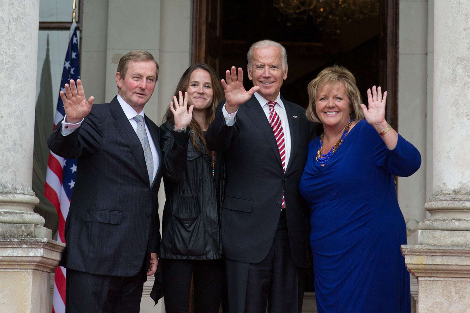 Taoiseach Enda Kenny, Ashley Biden, Vice President Joe Biden, and Mrs. Fionnuala O'Kelly wave to the press after a luncheon at hosted by the Taoiseach at Farmleigh House, in Dublin, Ireland, June 26, 2016. (Official White House Photo by David Lienemann)