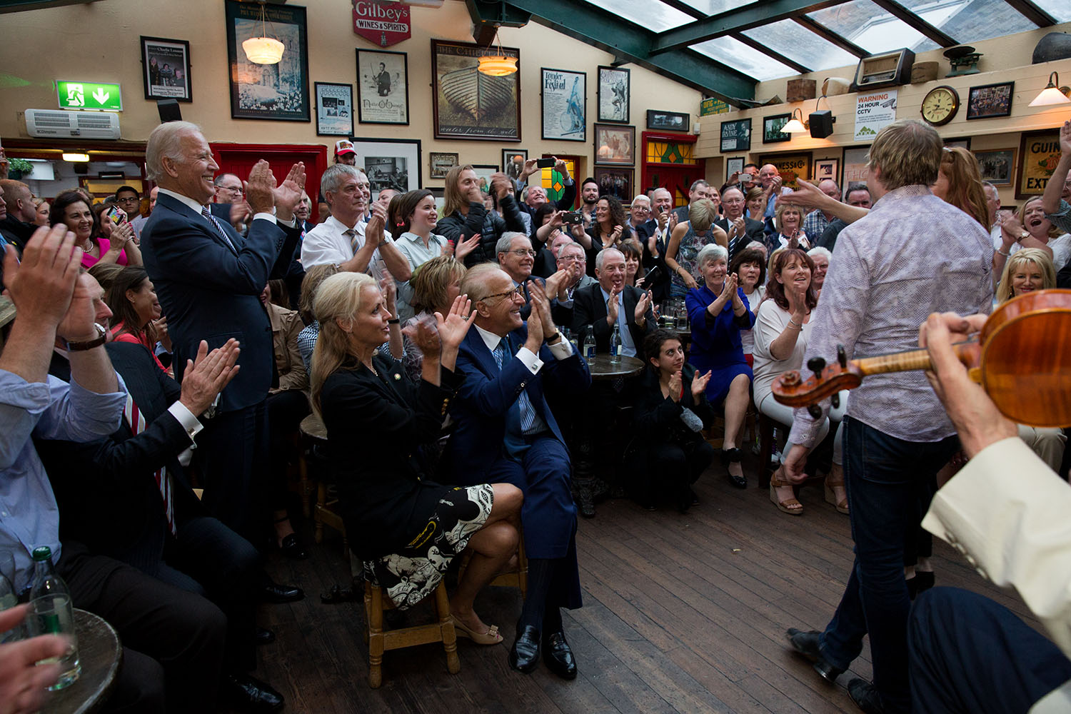 Vice President Joe Biden applauds for Irish dancers and the band the Chieftains, at Matt Malloy's pub in Westport, Ireland, June 22, 2016. (Official White House Photo by David Lienemann)