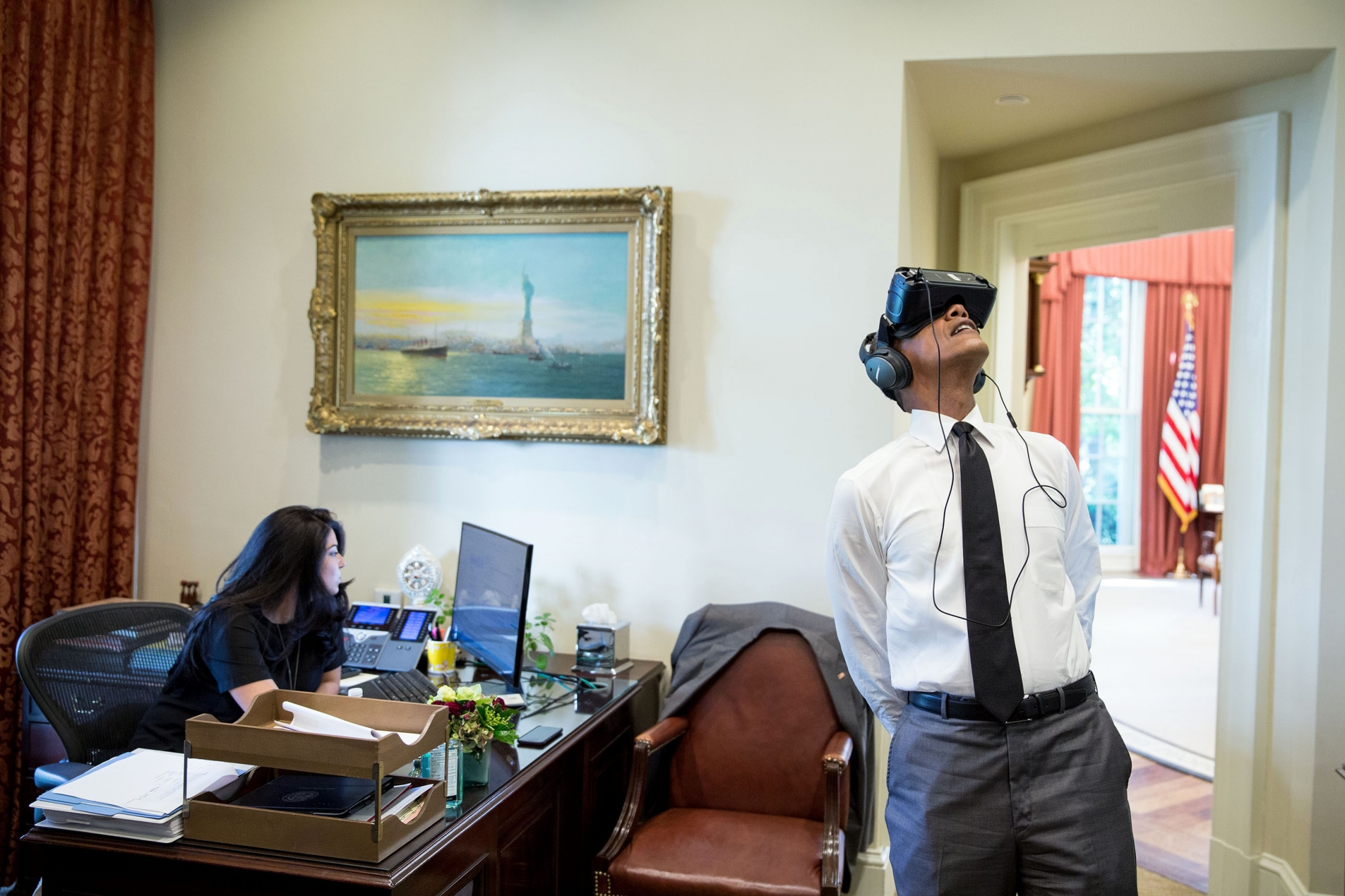 virtual office tools. President Barack Obama Uses A Virtual Reality Headset In The Outer Oval Office, Aug. Office Tools