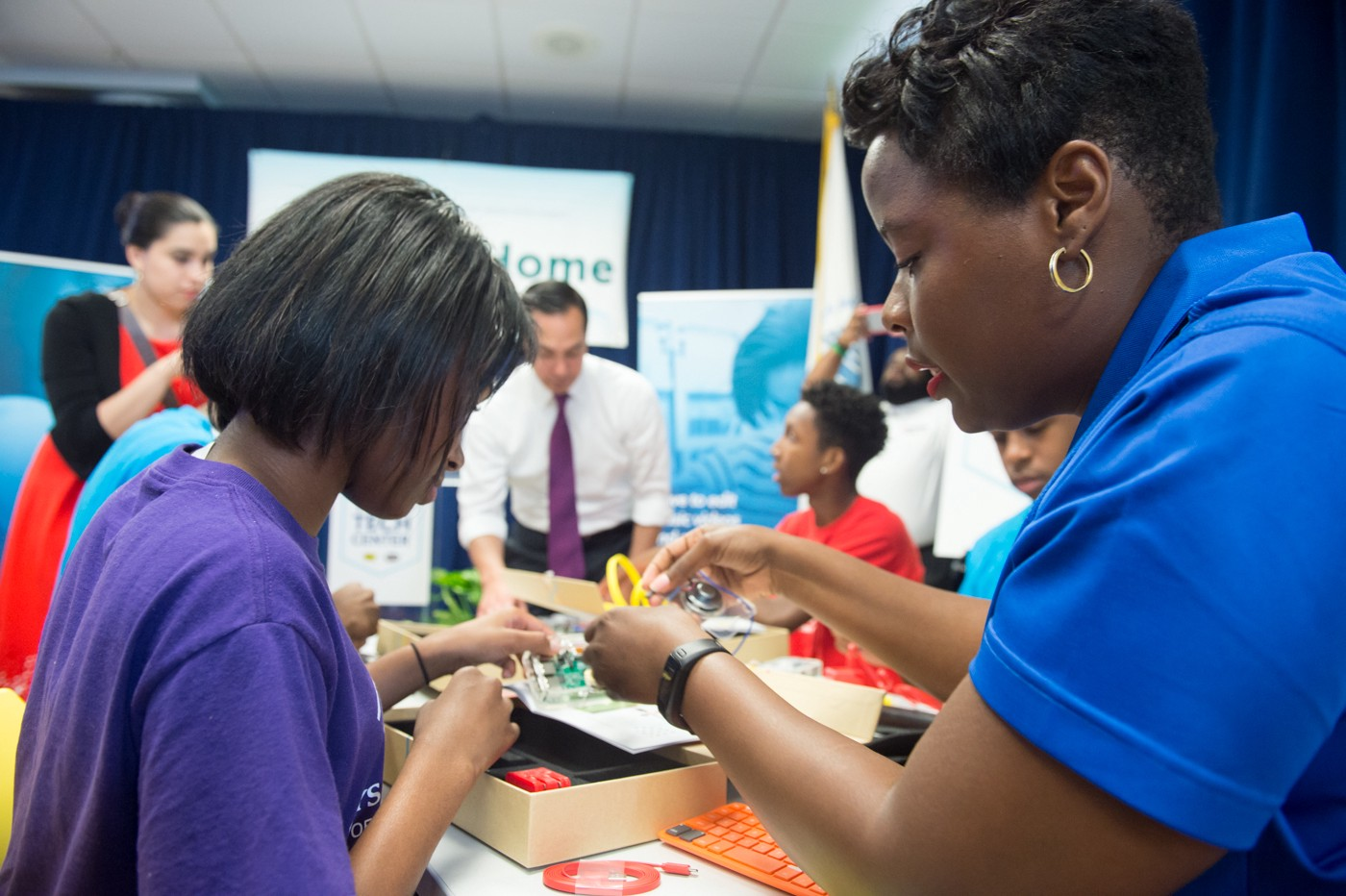 Washington, D.C. | Students build personal computers to take home at the Best Buy Teen Tech Center at the Boys & Girls Club of Greater Washington.