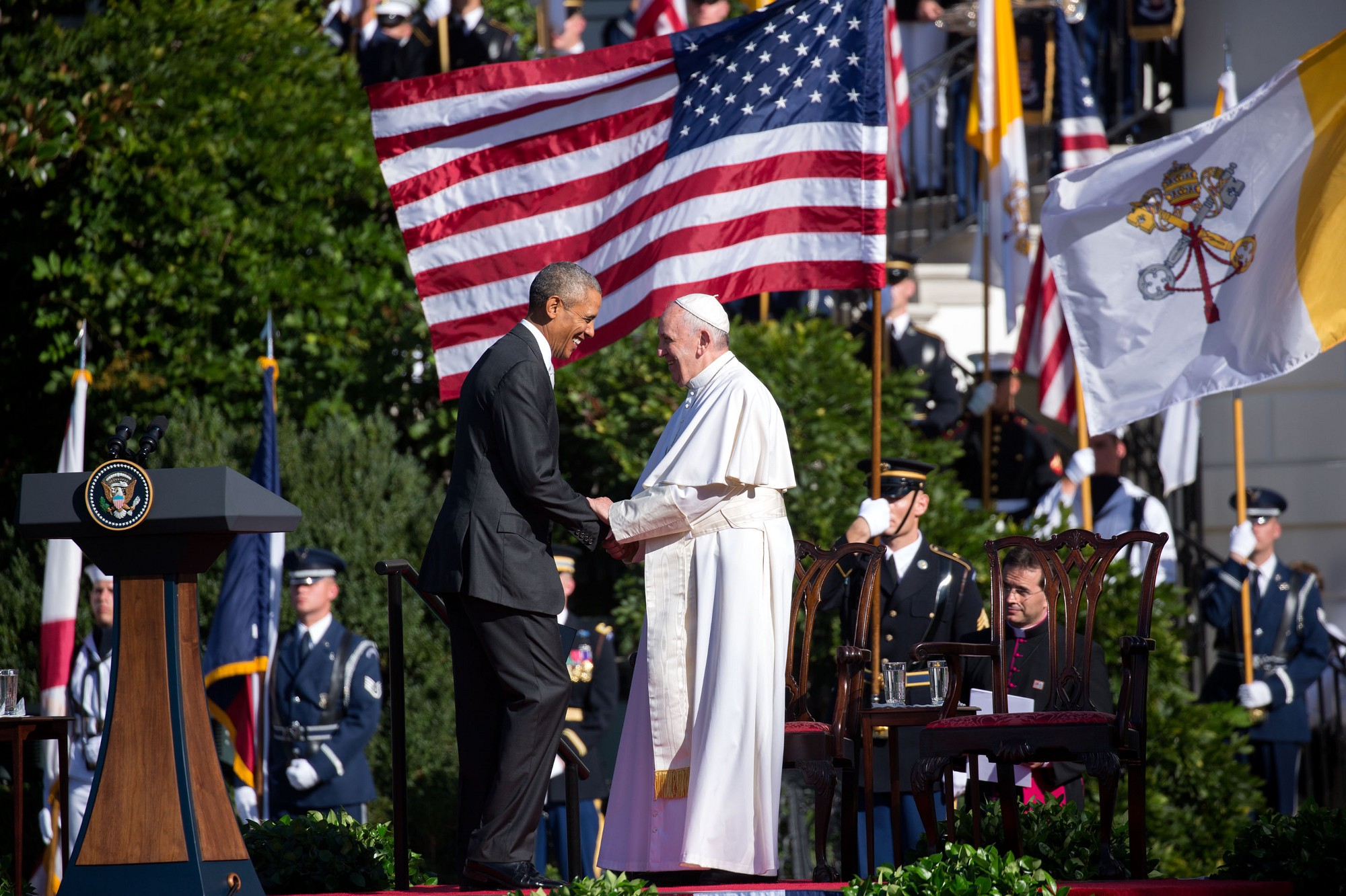 The President welcomes Pope Francis to the podium to speak. (Official White House Photo by Amanda Lucidon)