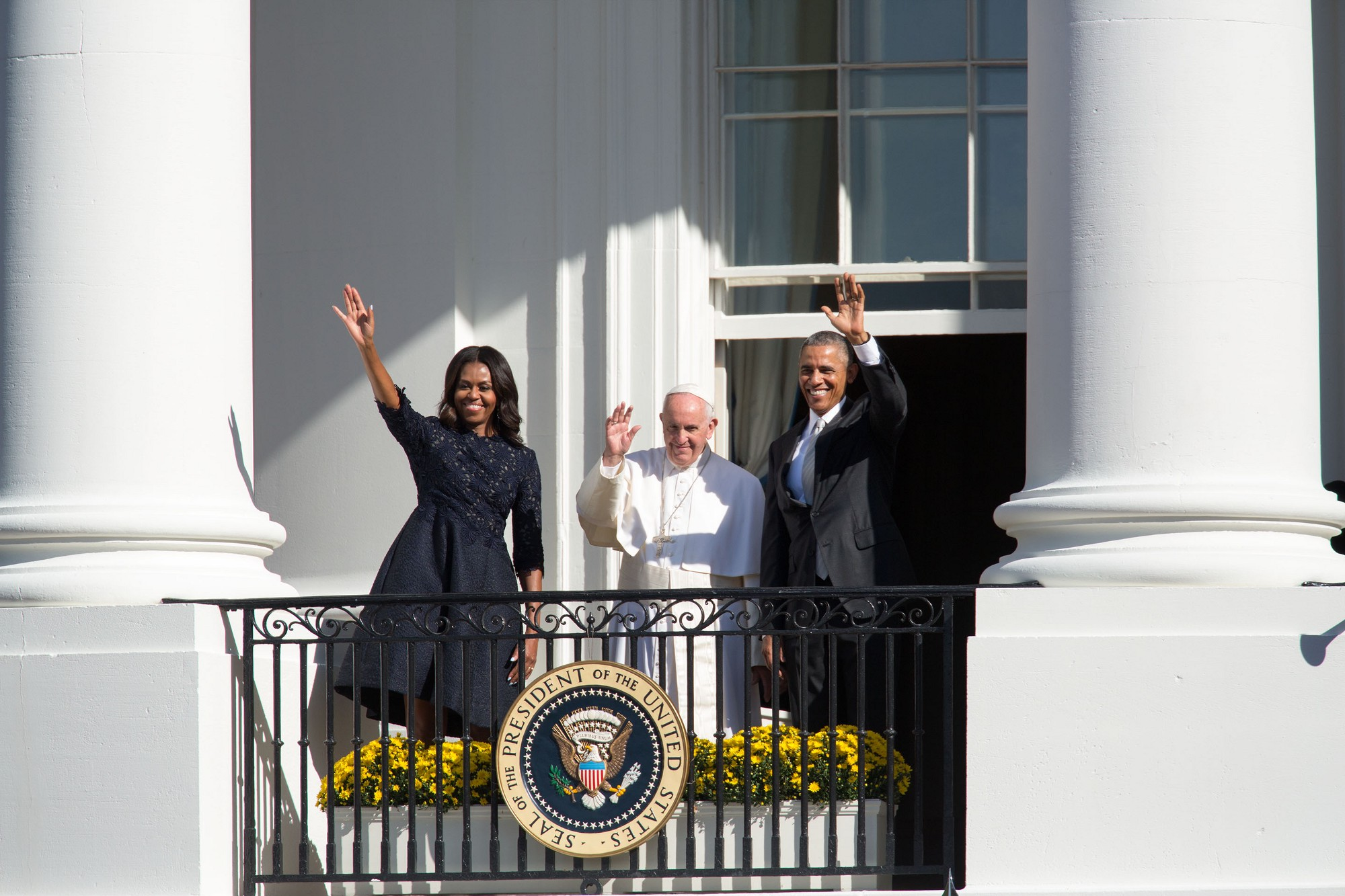 The Pope waves from the Blue Room Balcony with the President and First Lady. (Official White House Photo by Amanda Lucidon)