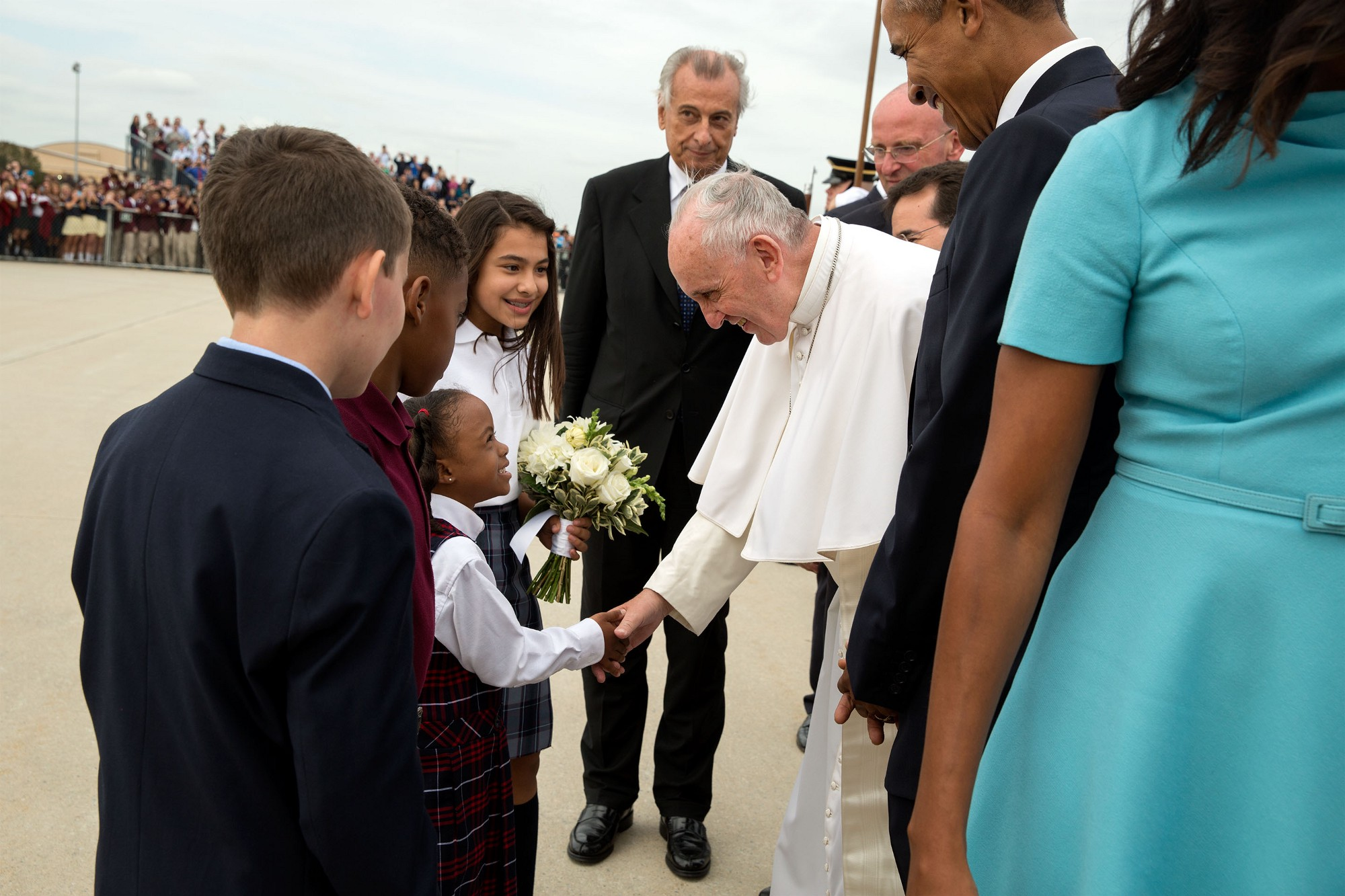 Pope Francis greets Catholic school children. (Official White House Photo by Pete Souza)