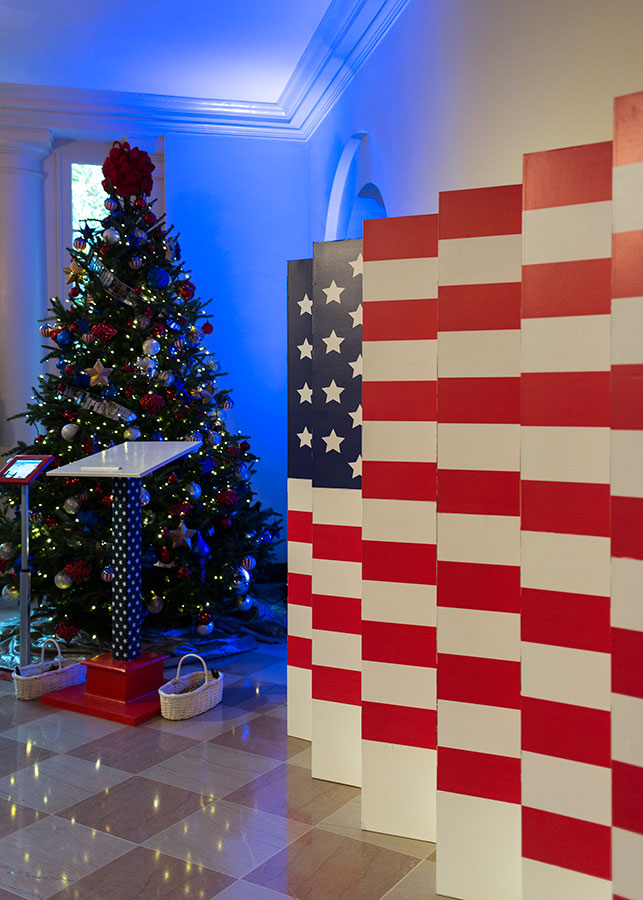 gold star ornaments adorn the evergreen that honors the men and women who have laid down - White House Christmas Decorations 2016